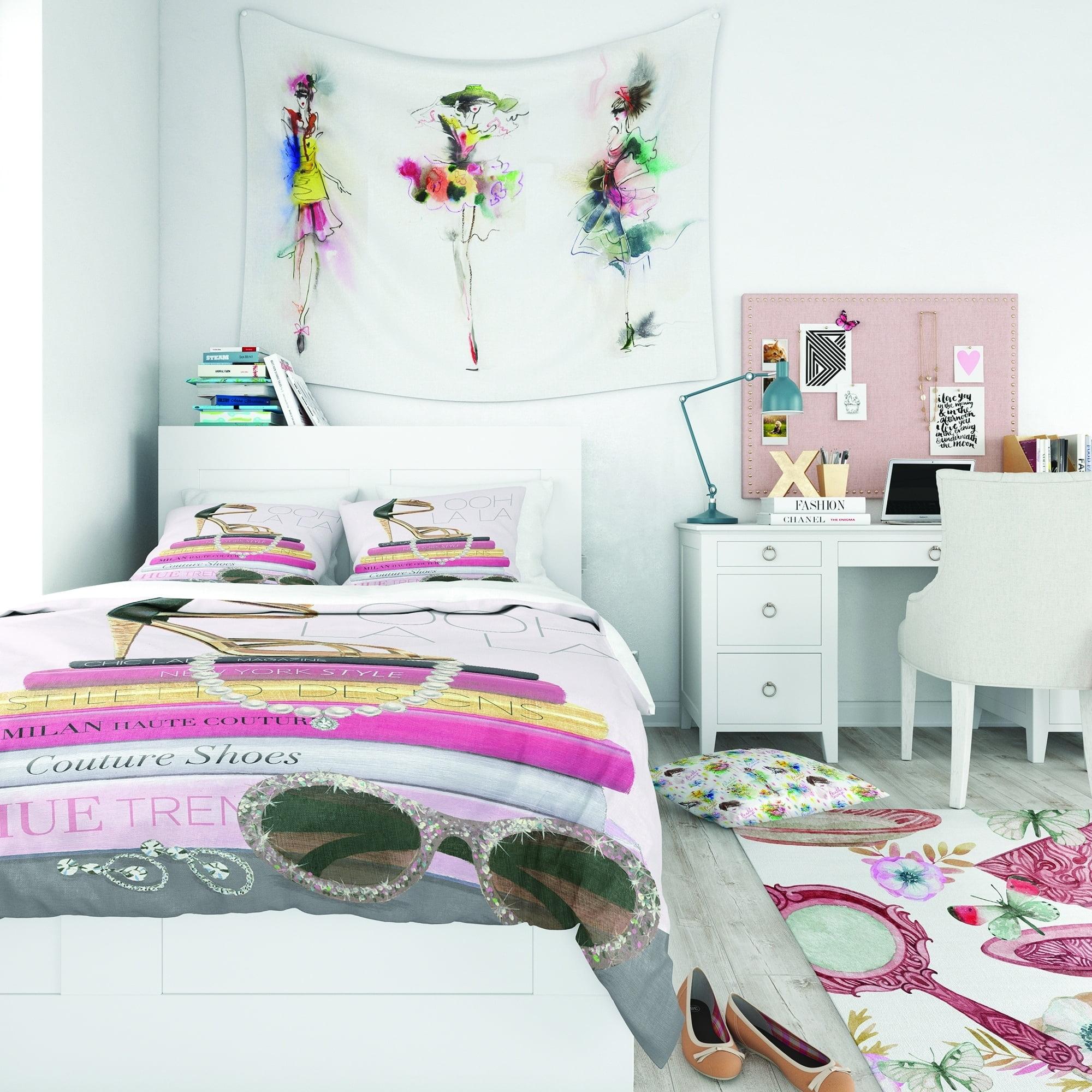 DESIGN ART Designart 'Paris Glamourous Gold Style II' Teenage Bedding Set - Duvet Cover & Shams