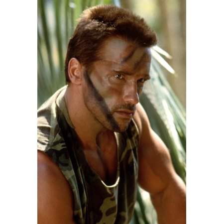 PREDATOR, 1987 directed by JOHN McTIERNAN Arnold Scharzenegger (photo) Print Wall Art