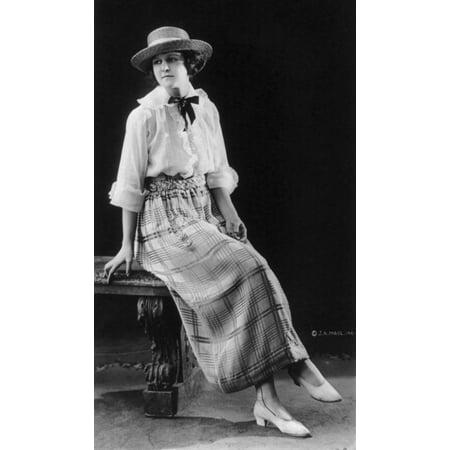 Womens Fashion 1920 Poster Print by Science Source
