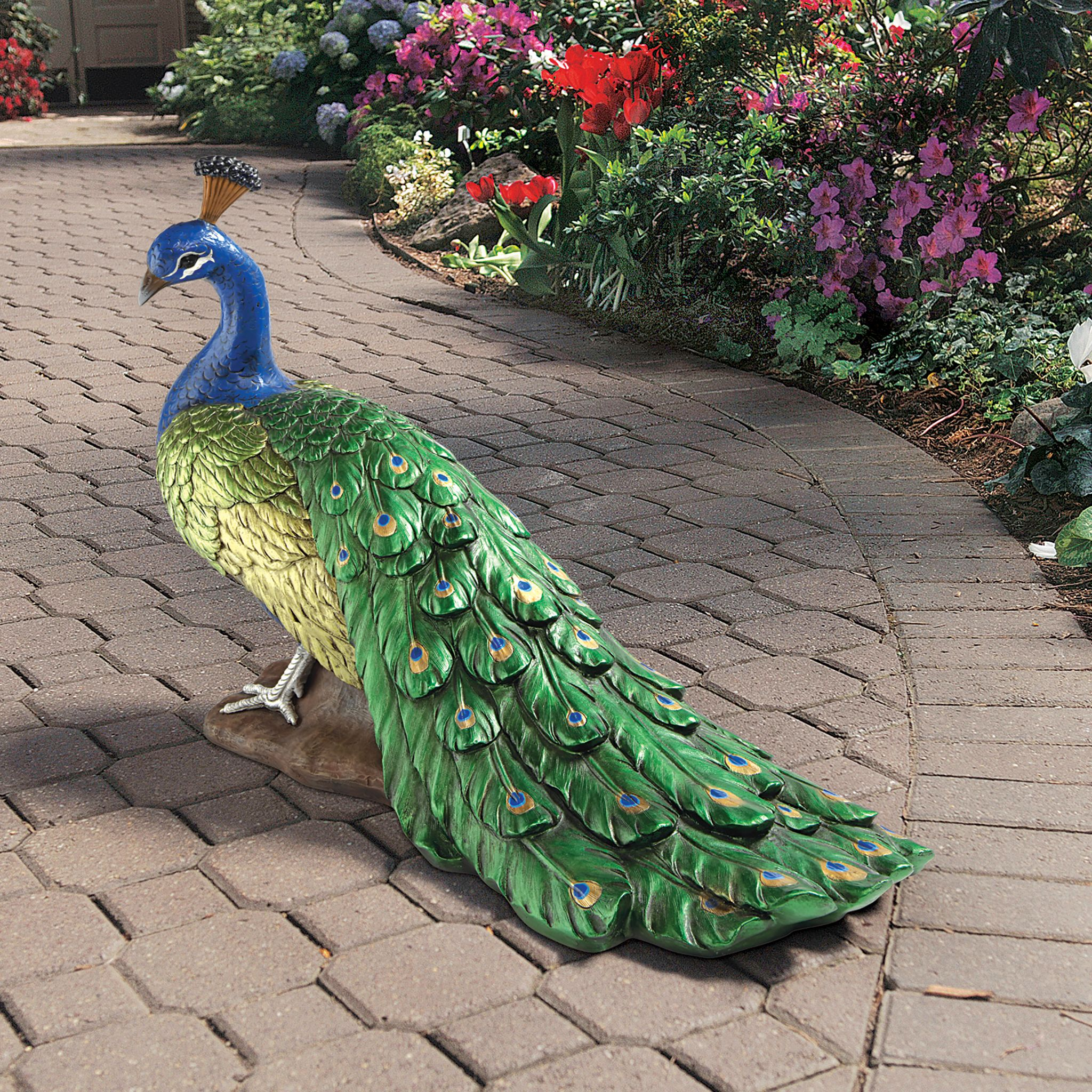 Design Toscano The Regal Peacock Garden Sculpture