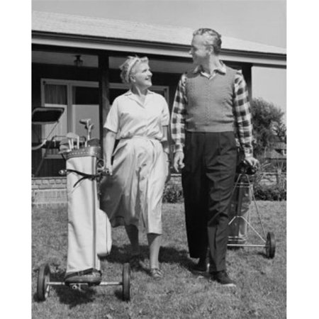 Posterazzi SAL25548892 Senior Couple Walking with Golf Clubs on Golf Course Poster Print - 18 x 24 in. - image 1 de 1