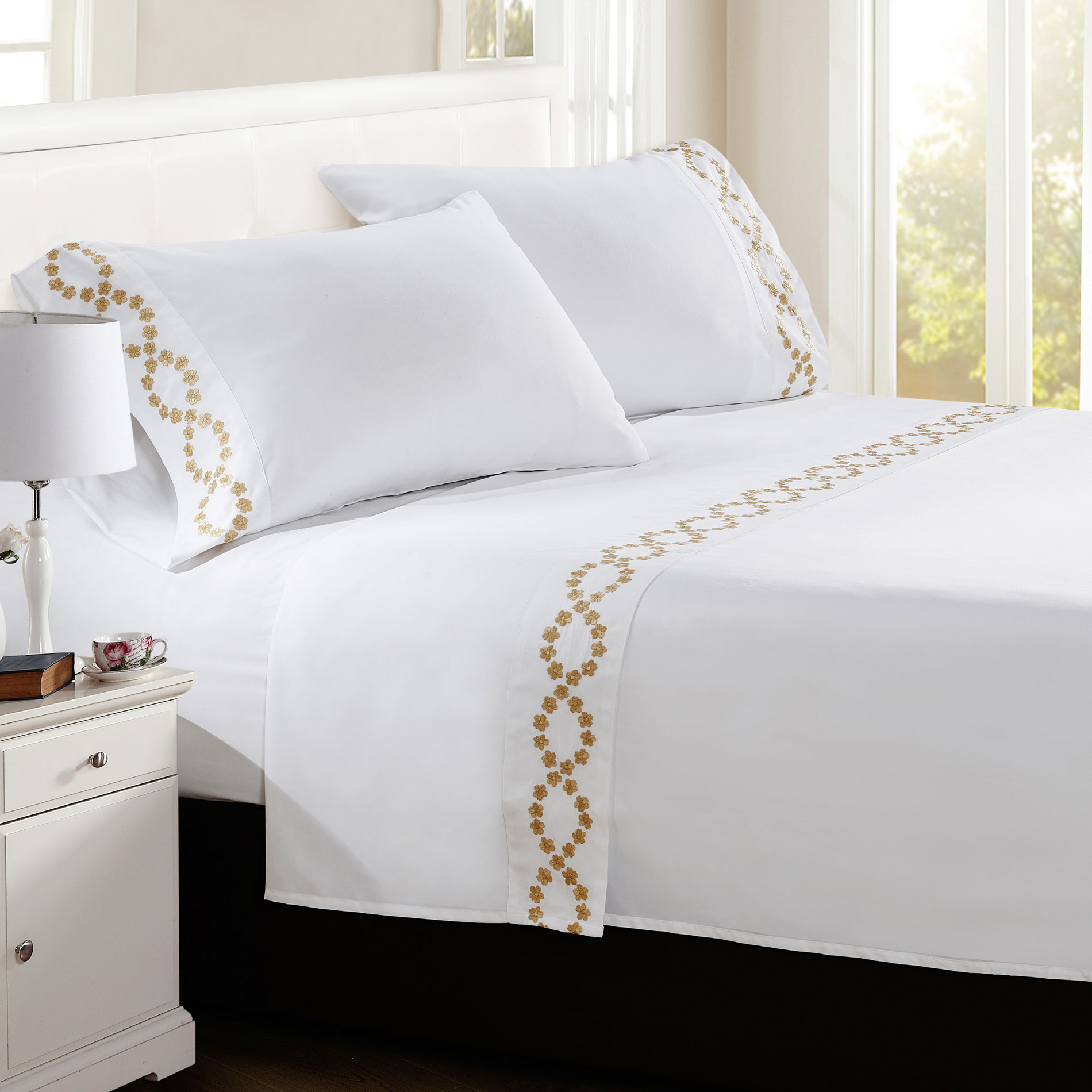 Puka Lei Embroidered Bed Sheet Set