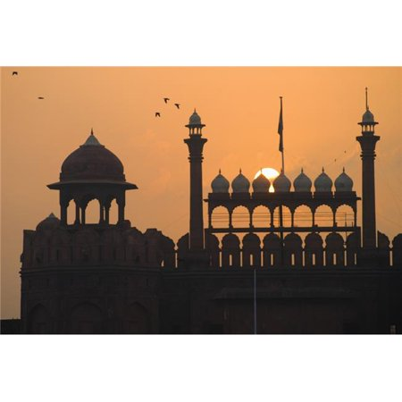 Posterazzi DPI1887122LARGE Silhouette of The Lahori Gate of The Red Fort with Sun Rising Behind Poster Print, 38 x 24 - Large - image 1 de 1