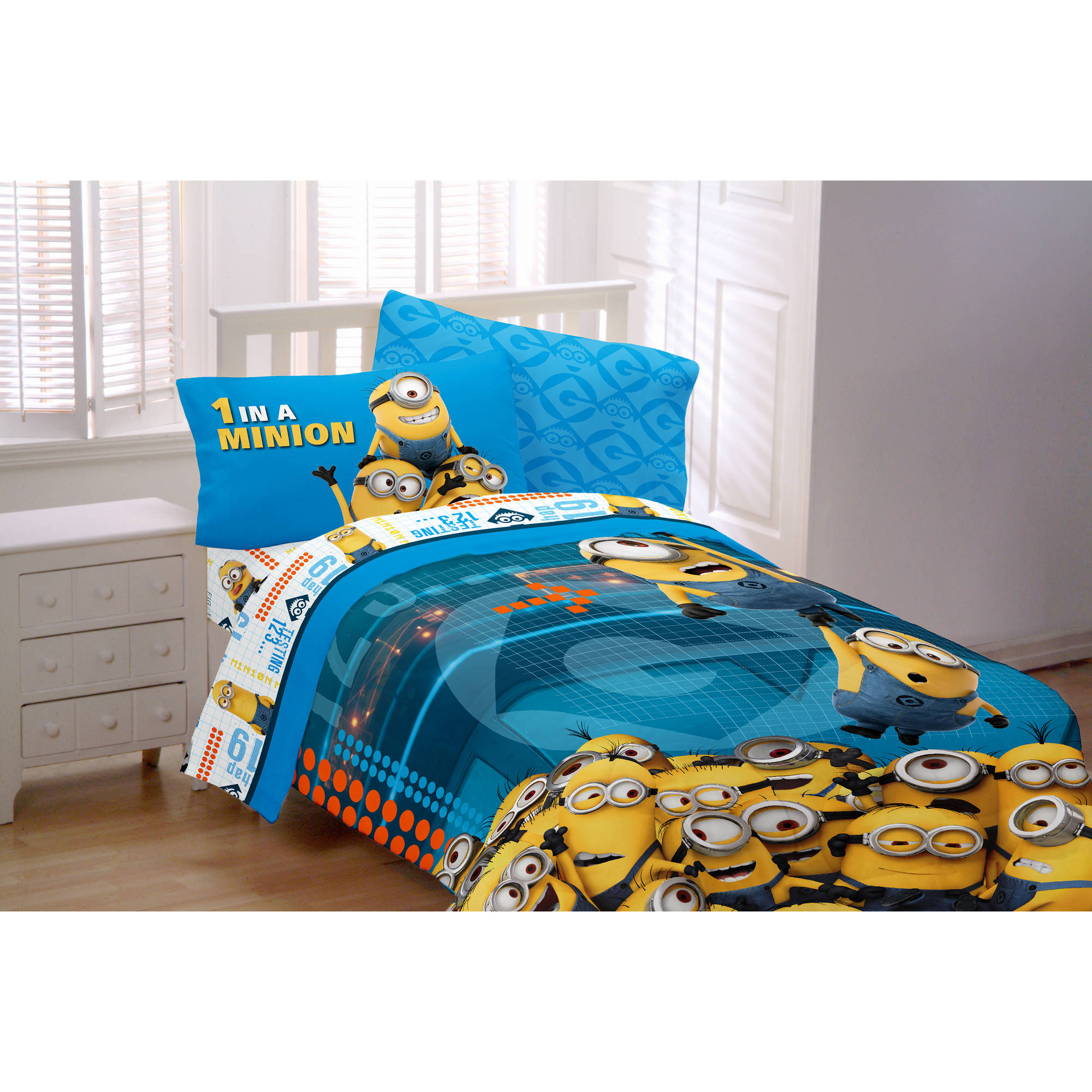 Minions 'Minions At Work' Twin Reversible Bedding Comforter