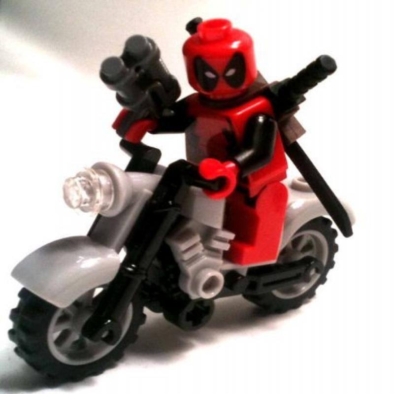 Lego: Marvel - Deadpool Minifigure + Motorcycle