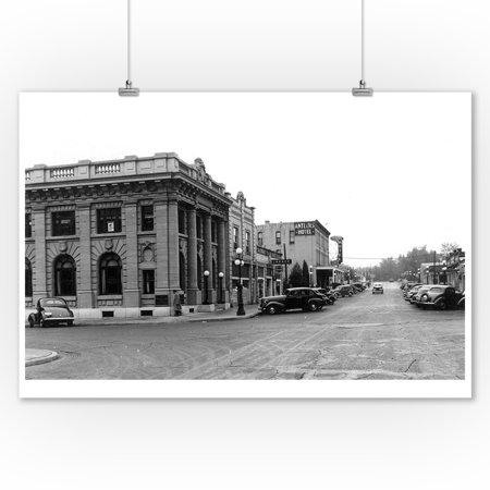 Ellensburg, Washington - Street Scene, View of the Antlers Hotel (9x12 Art Print, Wall Decor Travel Poster) ()