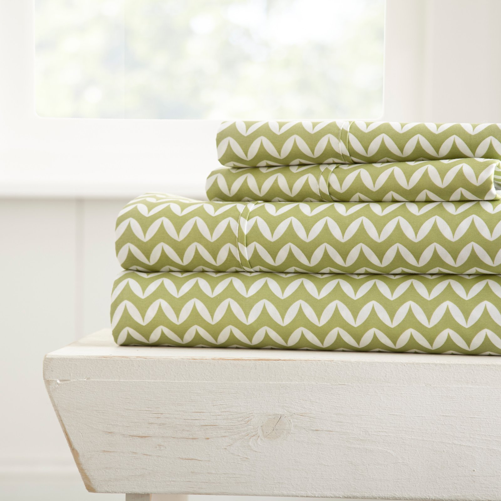 Premium Ultra Soft Puffed Chevron Pattern 4 Piece Bed Sheet Set by Noble Linens
