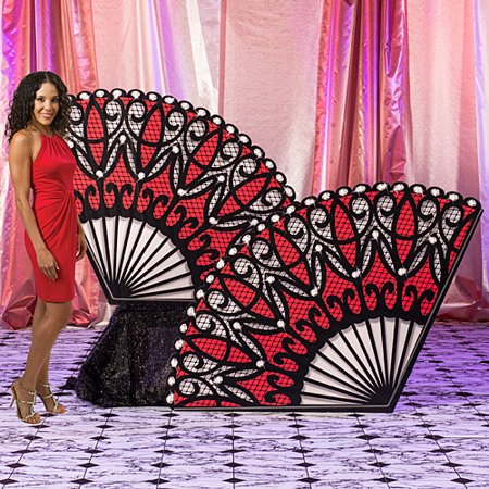 4 ft. Red Masquerade Lace Fan Standees](Mascarade Decorations)