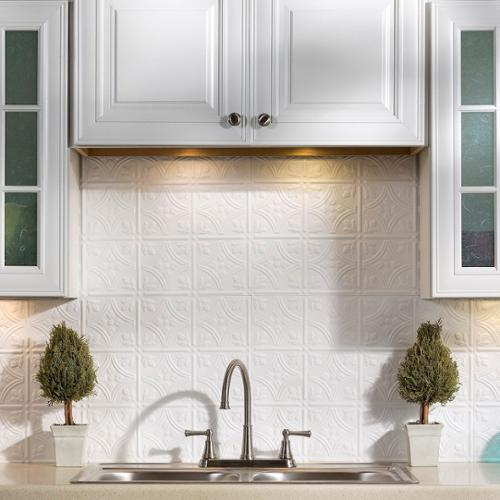 Fasade  Traditional Style #1 Gloss White 18-square Foot Backsplash Kit