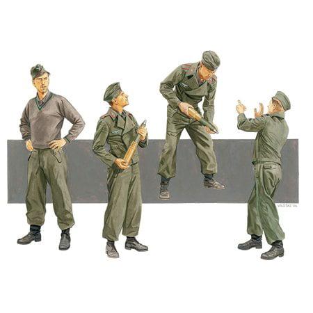 Dragon Models Sturmgeschϋtze Crew Reloading Russia 1941 4 Figure Set (1/35 Scale)