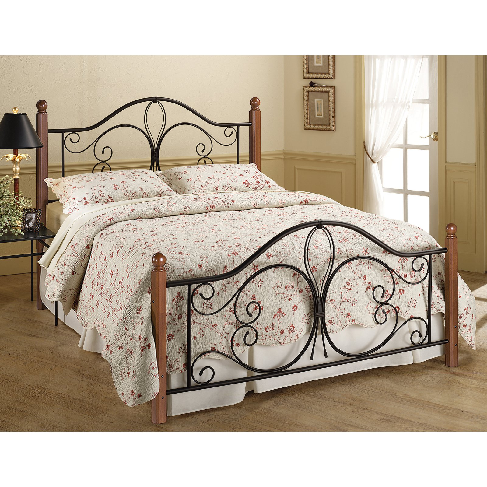Hillsdale Furniture Milwaukee Wood Post Queen Bed with Bedframe
