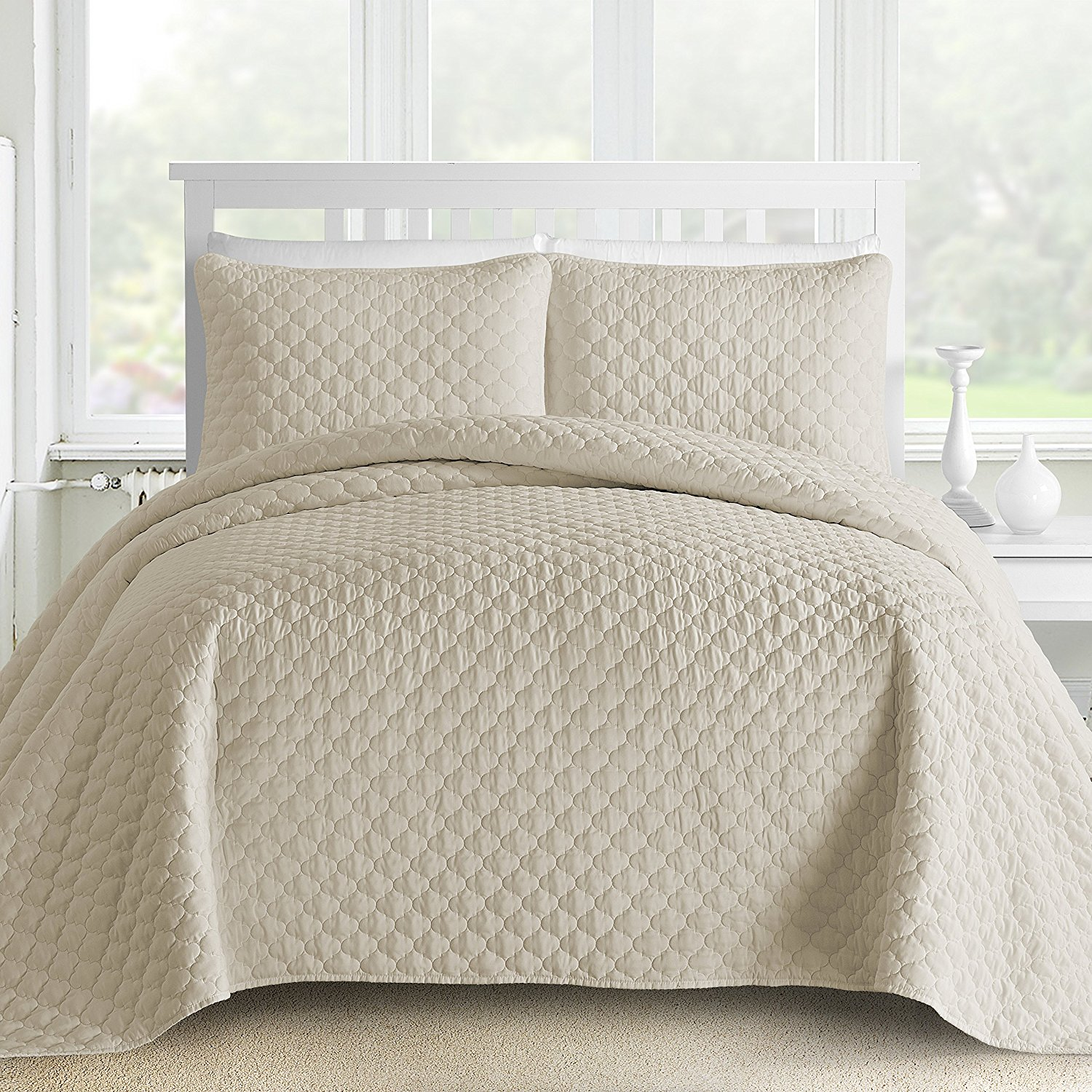 Staniey Collection Gifted Lantern Ogee Quilted 3-piece Coverlet Set