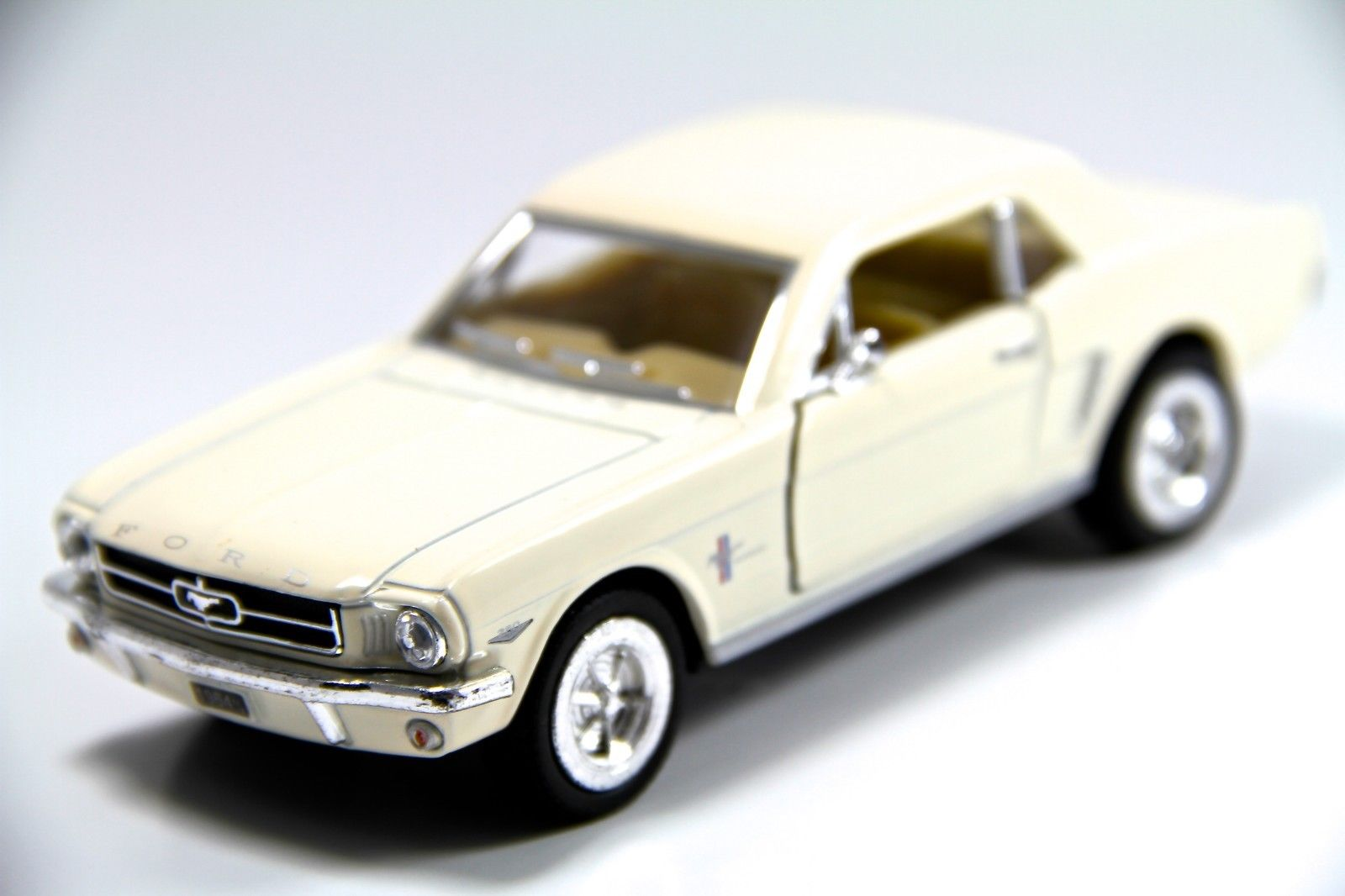 1:36 Modellauto 1964 Ford Mustang