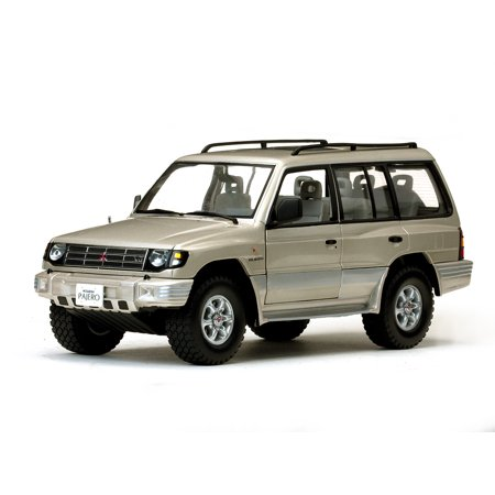 1998 mitsubishi montero long 35 v6 sudan beige metallic 118 1998 mitsubishi montero long 35 v6 sudan beige metallic 118 diecast car model by fandeluxe Gallery