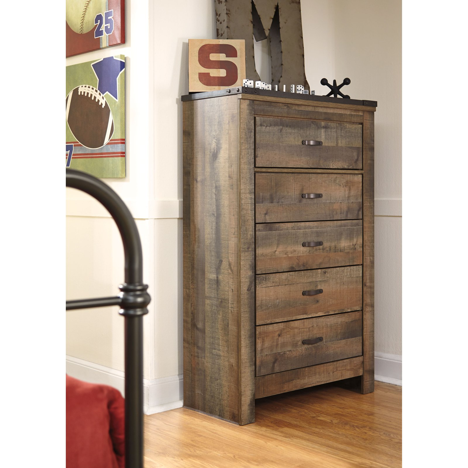 Signature Design by Ashley Trinell 5 Drawer Chest