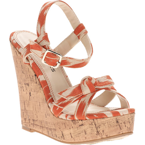 Passports by CL Women's Dana Wedges
