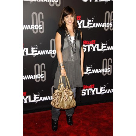 Top Acrylic Award (Mena Suvari At Arrivals For The Stuff Magazine Stuff Style Awards Rooftop Of Arclight Parking Structure Los Angeles Ca September 27 2006 Photo By Michael GermanaEverett Collection Celebrity)