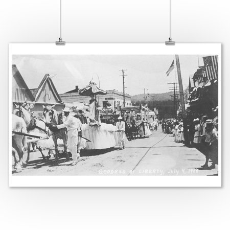 Grass Valley, CA on Forth of July Parade Photograph (9x12 Art Print, Wall Decor Travel