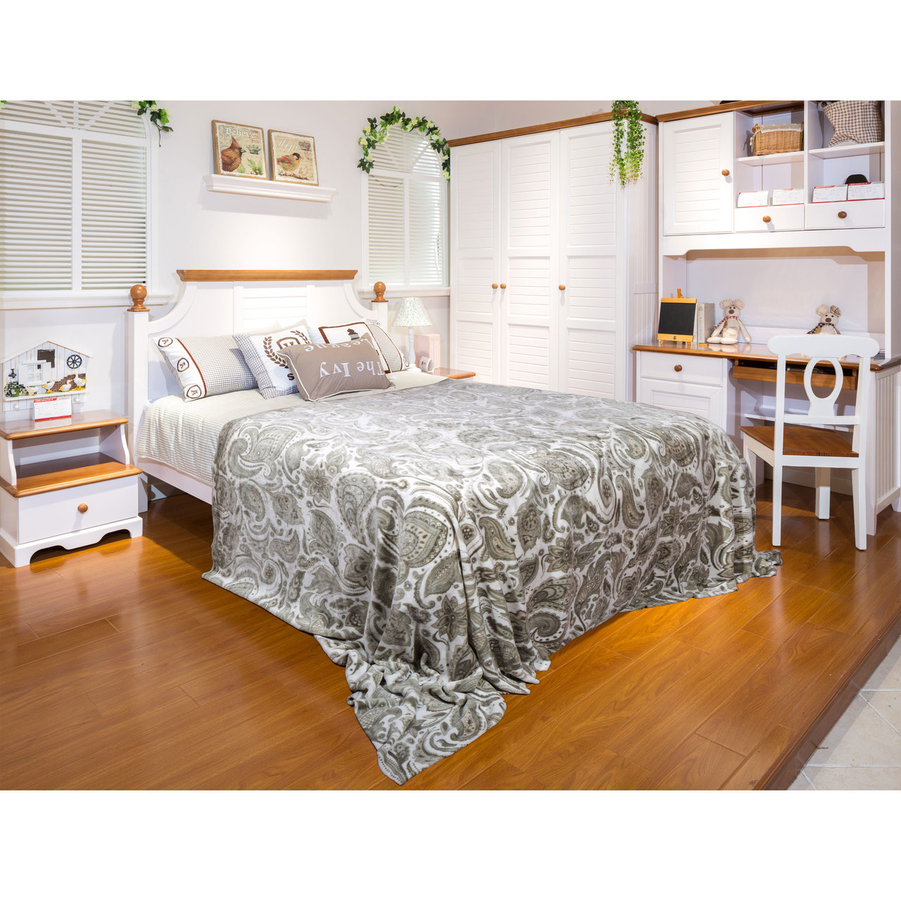 Jessica Collection Micro Plush Blanket, Paisley Beige, Twin