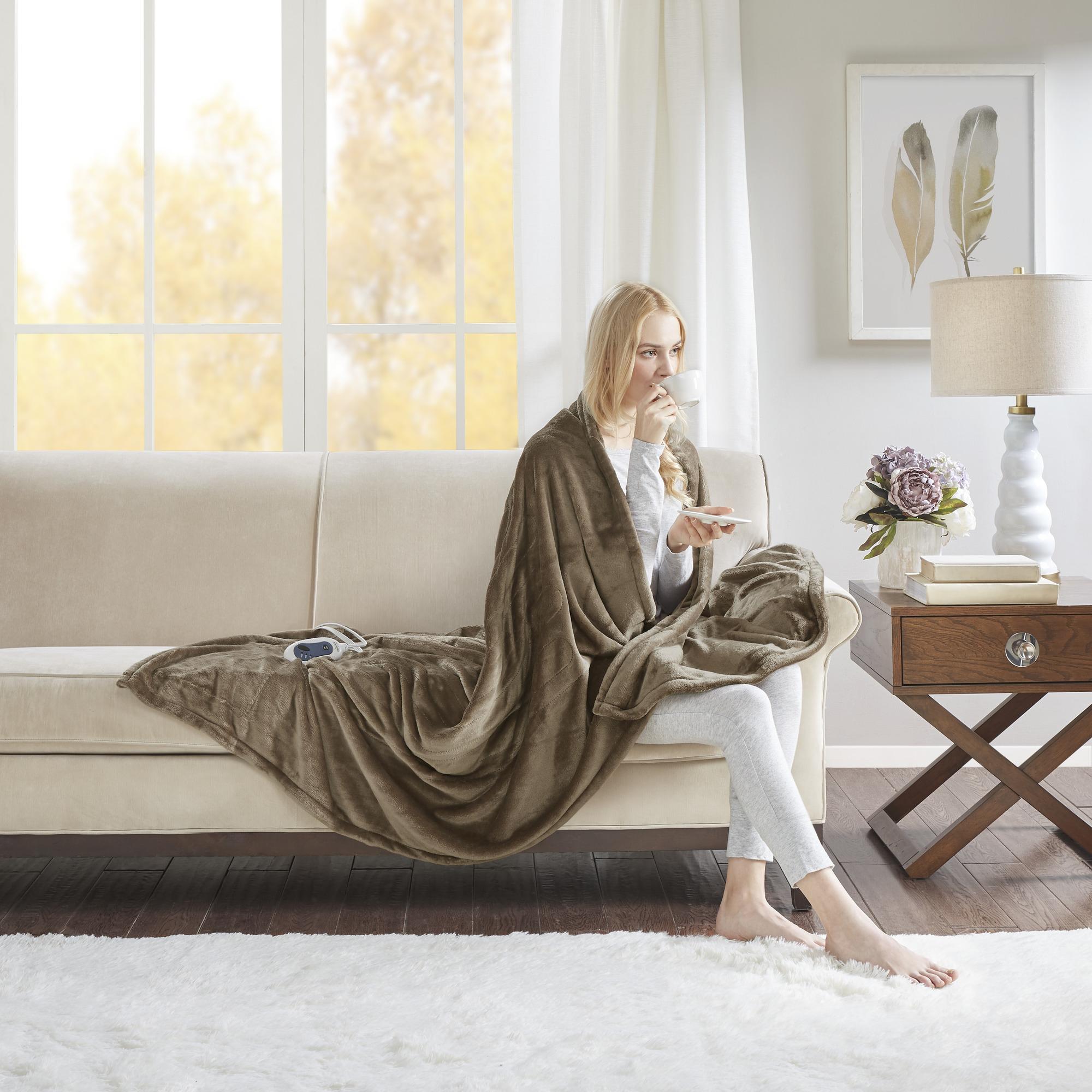 Beautyrest Heated Plush Oversized Solid Microlight Throw