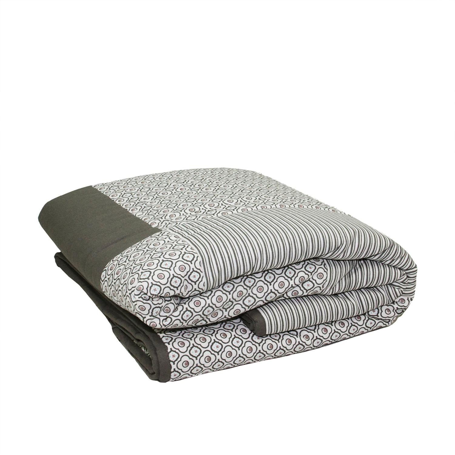 """78.75"""" New Romance Light Gray Stripe and Quatrefoil Quilted Throw Blanket"""