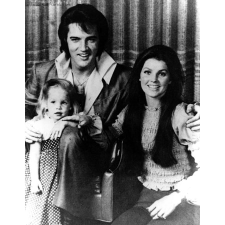Elvis and Priscilla Presley with their daughter Lisa Marie Photo Print (Priscilla Presley Costume)