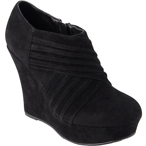Brinley Co Womens Sueded Round Toe Wedge Bootie