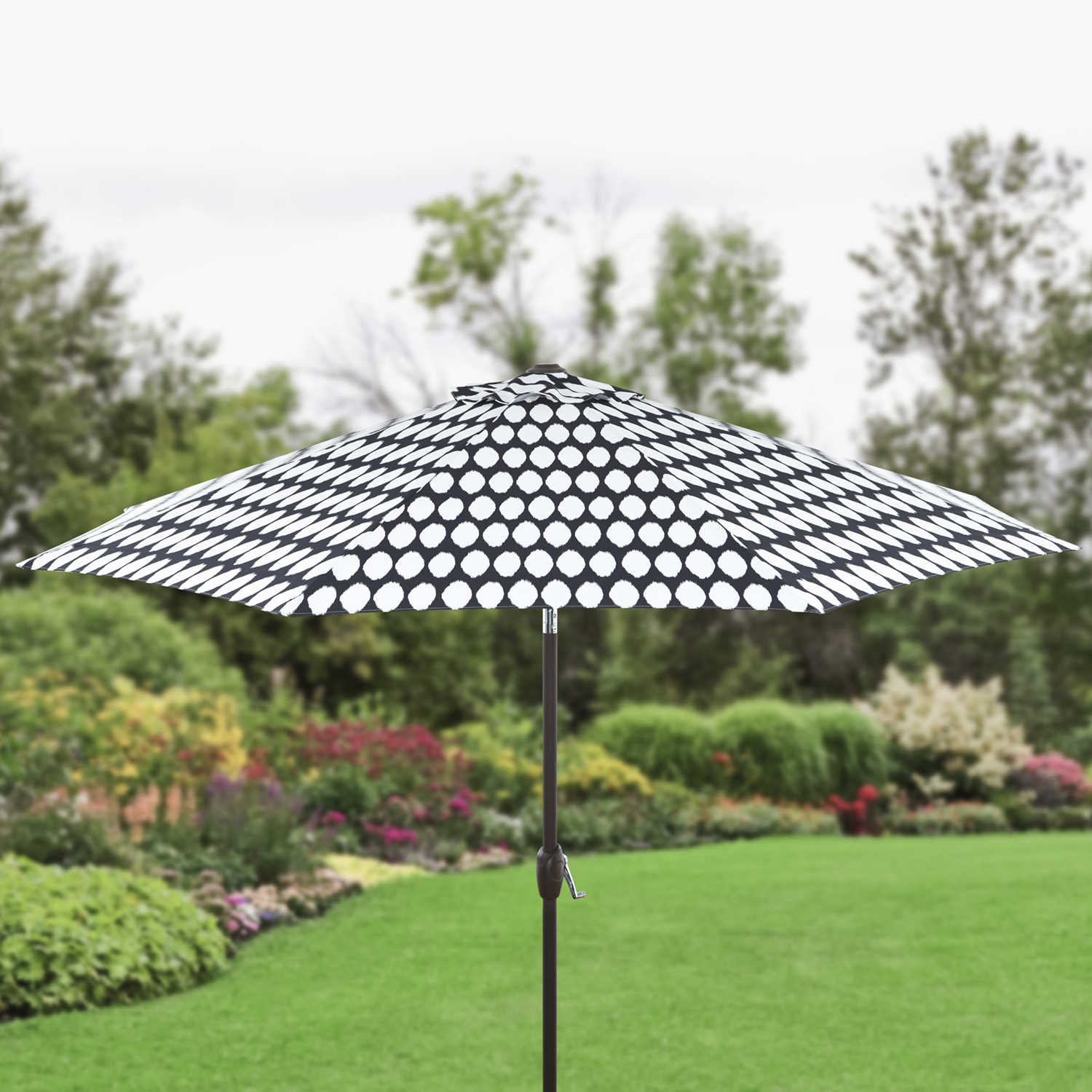Better Homes and Gardens 9' Printed Market Umbrella, Black and White by NINGBO EVERLUCK OUTDOOR PRODUCTS MANUFACTING CO LTD