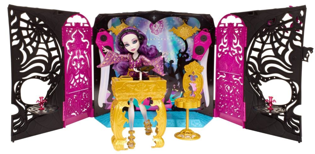 Monster High Freak du Chic Circus Scaregrounds and Rochelle Goyle Doll Playset by Mattel
