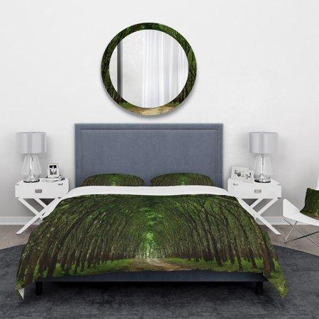 DESIGN ART Designart 'Pathway in Thick Green Forest' Landscape Bedding Set - Duvet Cover & Shams (Green Iridium Sonnenbrille)