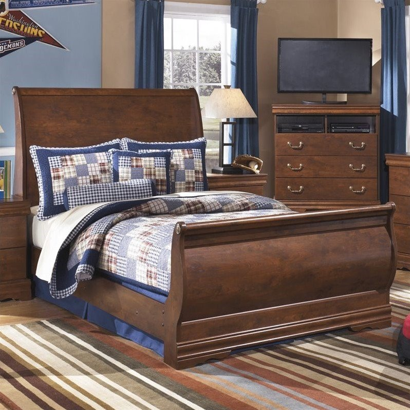 Ashley Wilmington Wood Twin Sleigh Bed in Brown