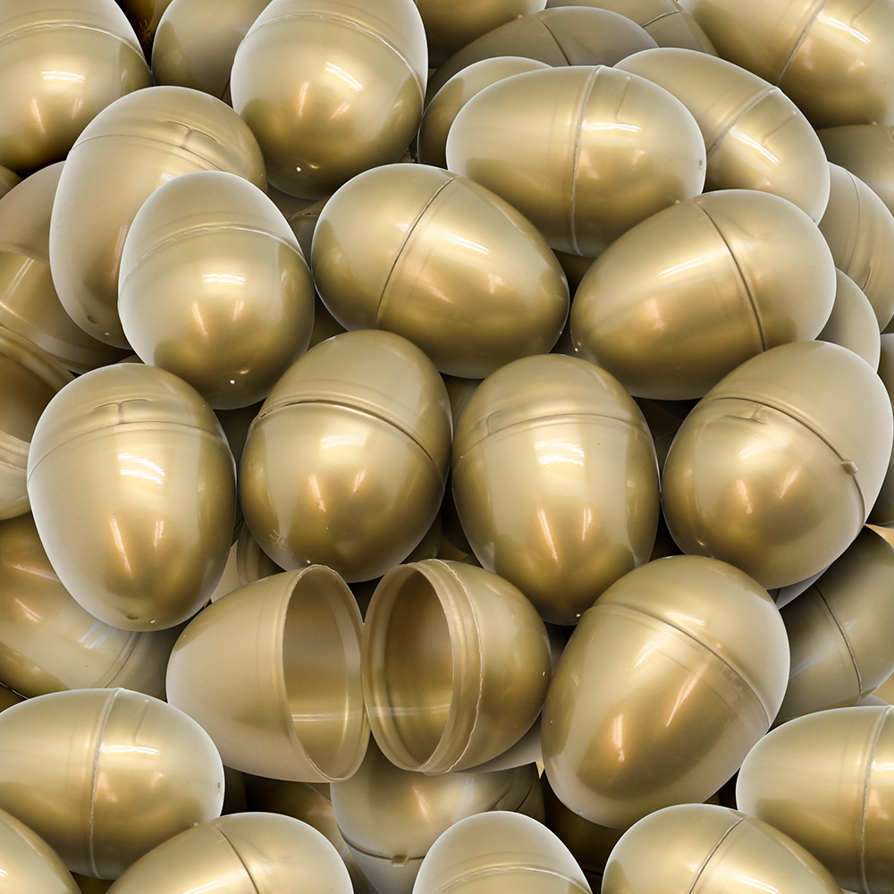"Empty plastic easter eggs 2 1/3 "" gold (100) For UN"