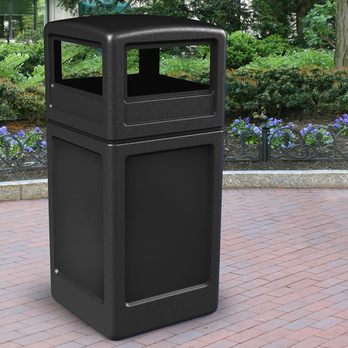 Commercial Zone PolyTec 42 Gallon Trash Can