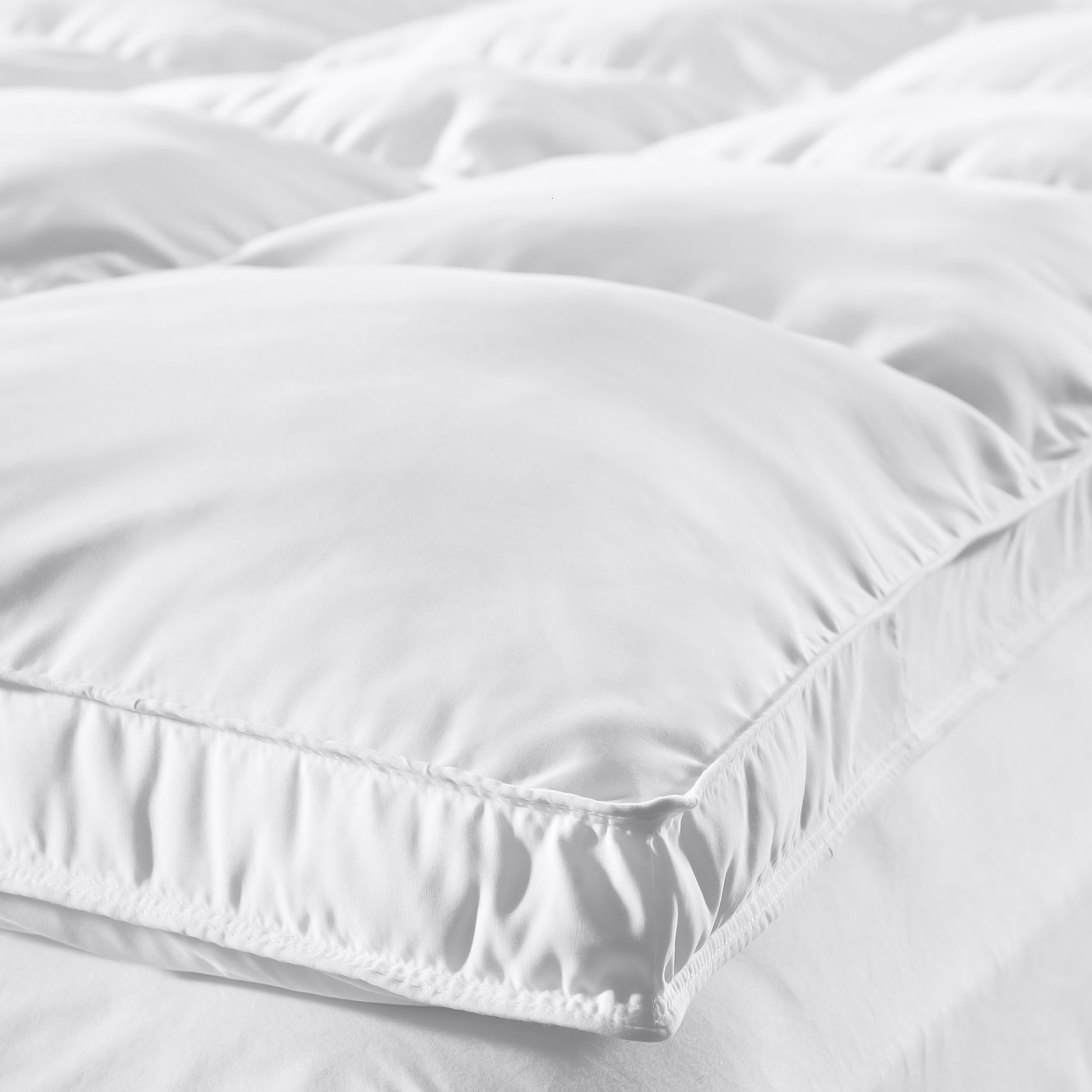 Superior Microfiber All Season Down Alternative Mattress Topper - White
