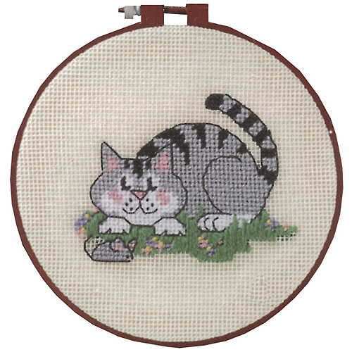 """Dimensions Learn-A-Craft """"A Cat and a Mouse"""" Needlepoint Kit, 6"""" Round"""