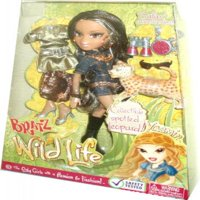 Bratz Wild Life Playset - Yasmin with Collectible Spotted Lepoard, 2 Sets of Safari Outfits, 2 Pairs of Shoes, Binoculars, Canteen and Sunglasses