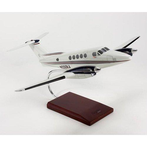Daron Worldwide Beech Aircraft B200 Super King Air Model Airplane