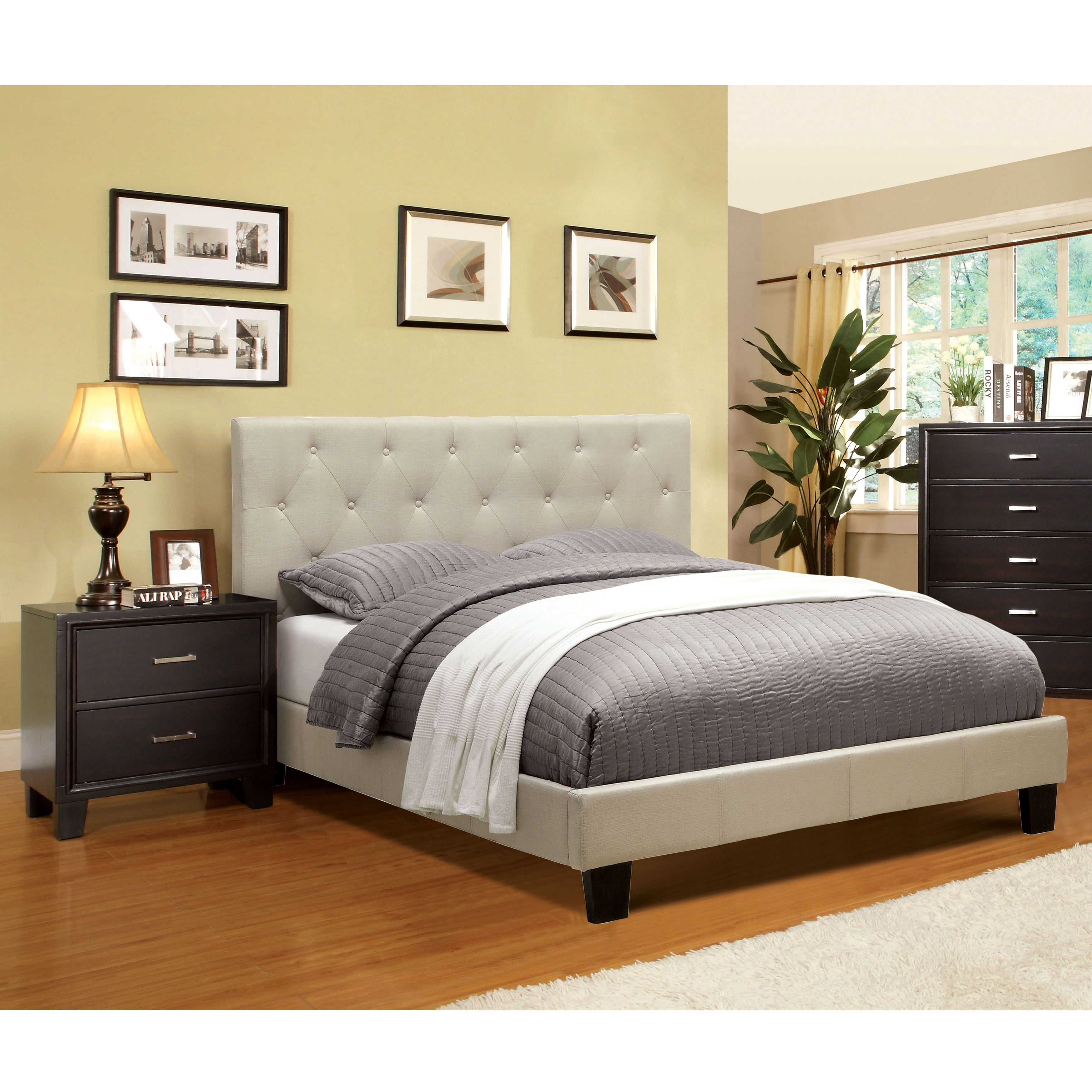 Furniture Of America Perdella 2 Piece Ivory Low Profile Bedroom Set 2 Drawer