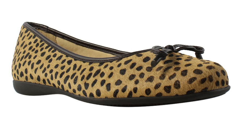 New Trotters Womens Sante Tan Ballet Flats 6 Wide (C, D, W) by Trotters