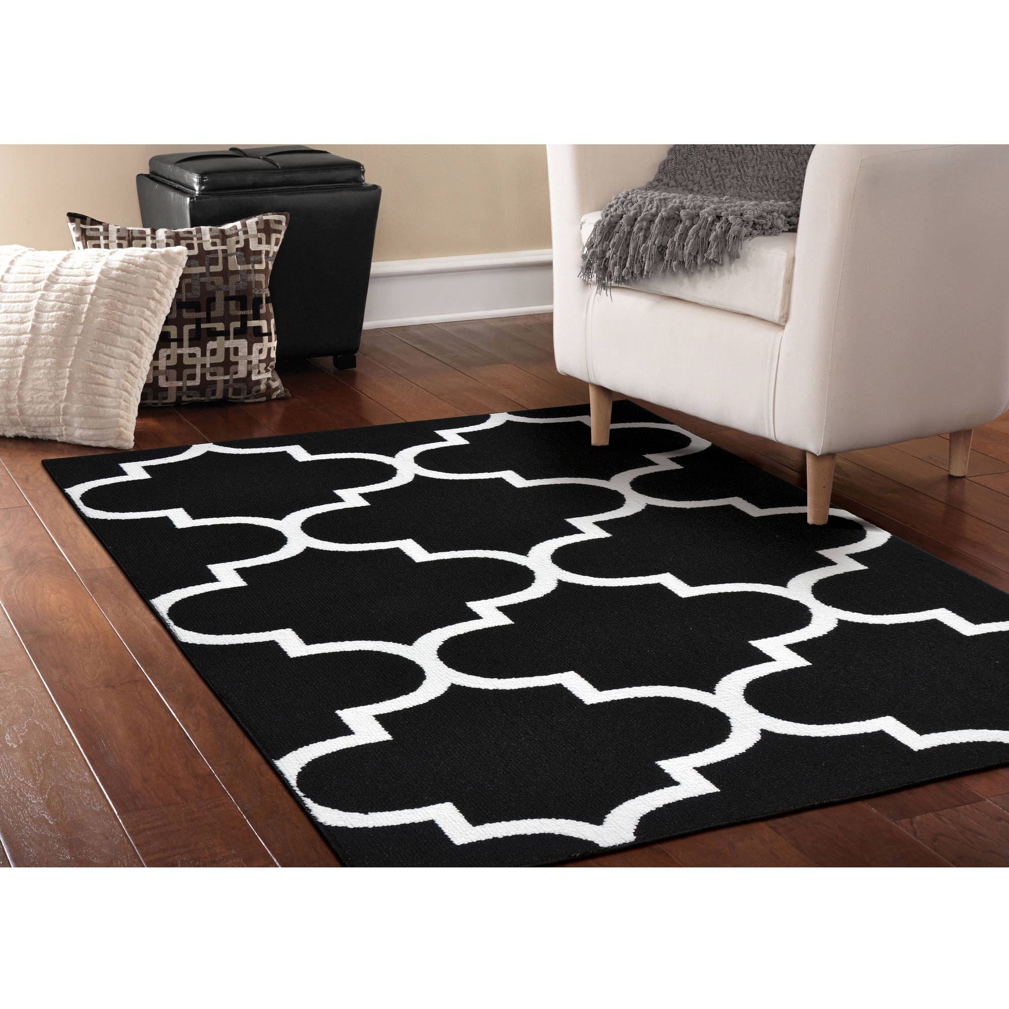 Simply Urban Collection Large Quatrefoil Area Rug