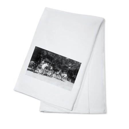 - Sonoma County, California - Off for a Carriage Ride View (100% Cotton Kitchen Towel)