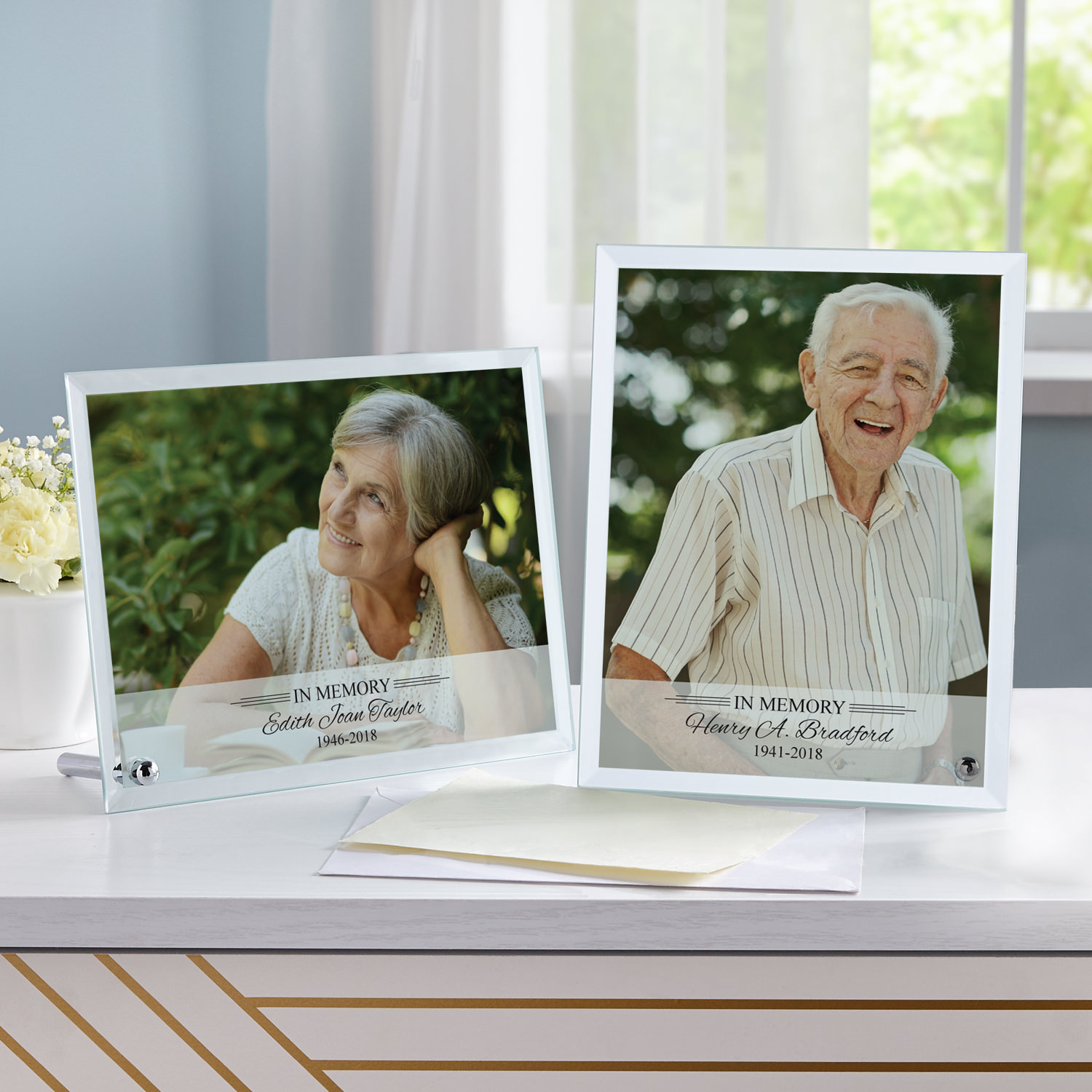 Personalized Memorial Glass Photo Frame - Vertical