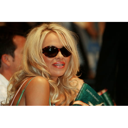Pamela Anderson Signs Her New Book At The Wall Street Borders In New York On August 3 2004 Celebrity