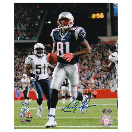 NFL - Randy Moss New England Patriots - Action - Autographed 8x10 Photograph