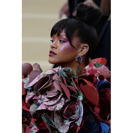 Rihanna At Arrivals For Rei Kawakubo & Comme Des Garcons Costume Institute Gala - Arrivals 2 Mentropolitan Museum Of Art New York Ny May 1 2017 Photo By Kristin CallahanEverett Collection Celebrity