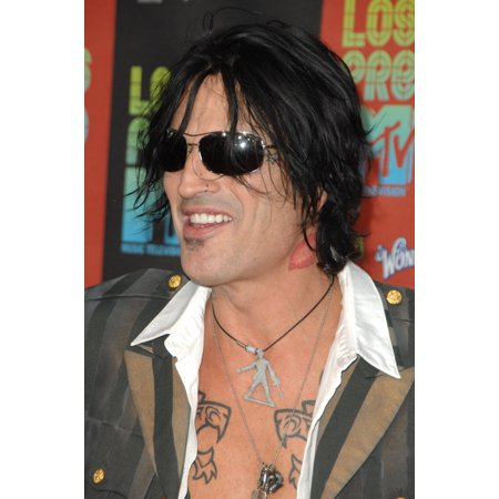 Tommy Lee At Arrivals For Los Premios Mtv Latin America 2009 Gibson Amphitheatre At Universal Citywalk Los Angeles Ca October 15 2009 Photo By Dee Cerconeeverett Collection Photo Print