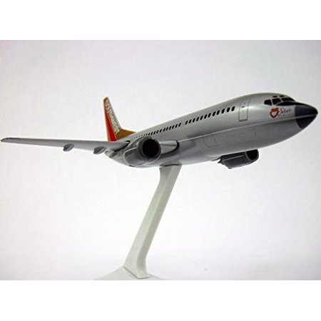 Boeing 737-300 Southwest Airlines Silver One 1/200 Scale Model Boeing 777 American Airlines