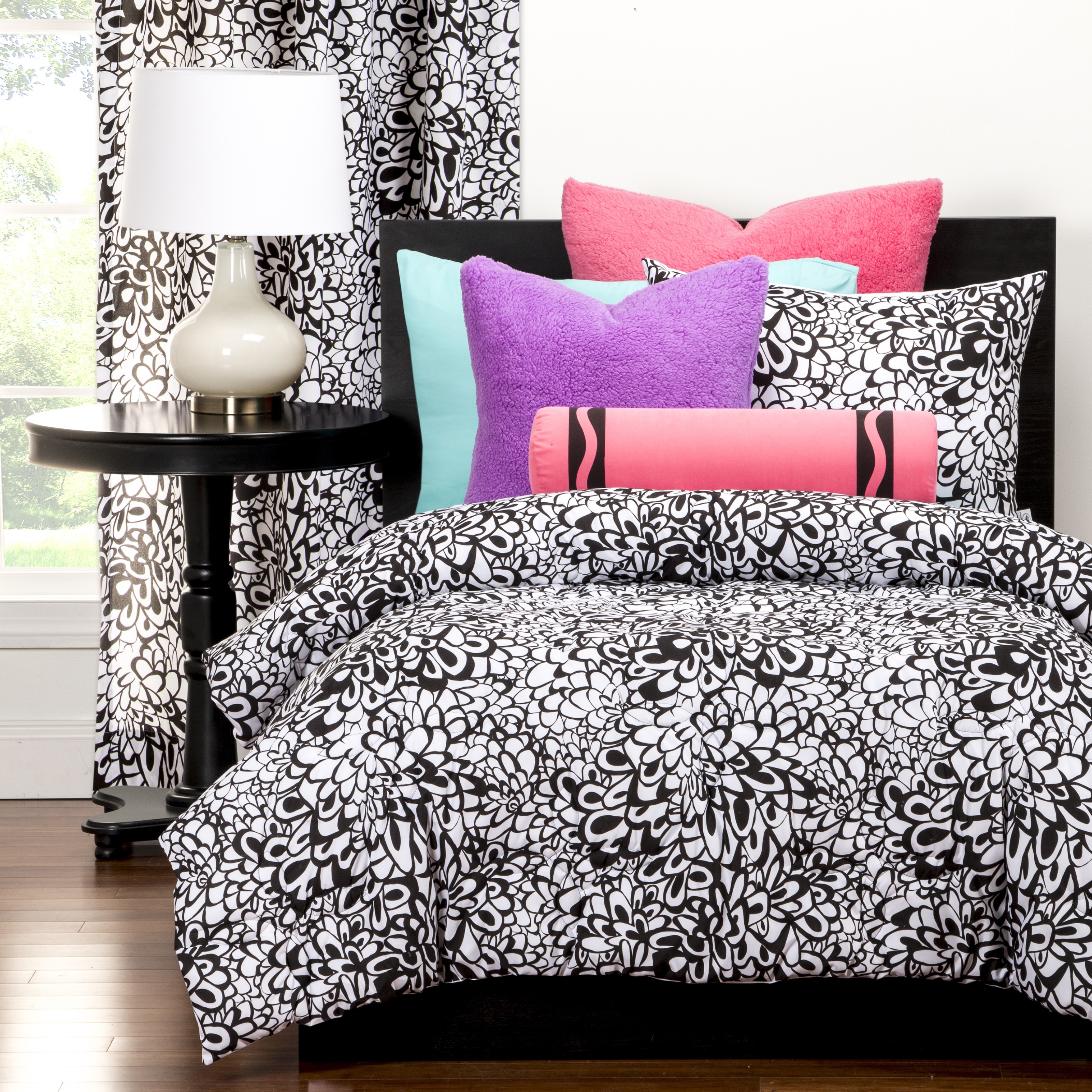 Crayola Graphic Blooms Full/Queen Comforter set