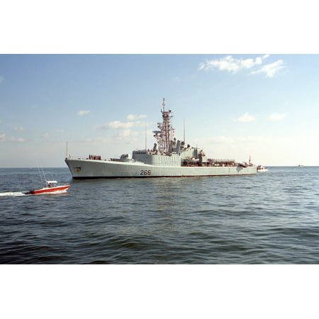 The Royal Canadian Navy destroyer HMCS Nipigon (DDH 266) entering Port  Everglades, Florida (USA), in Poster Print 24 x 36