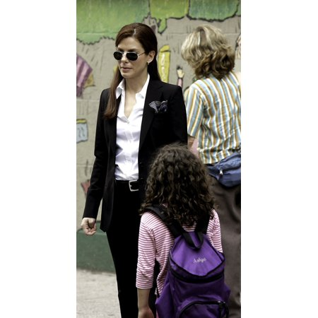 Sandra Bullock On The Set Of Miss Congeniality 2 Armed And Fabulous Photo Print